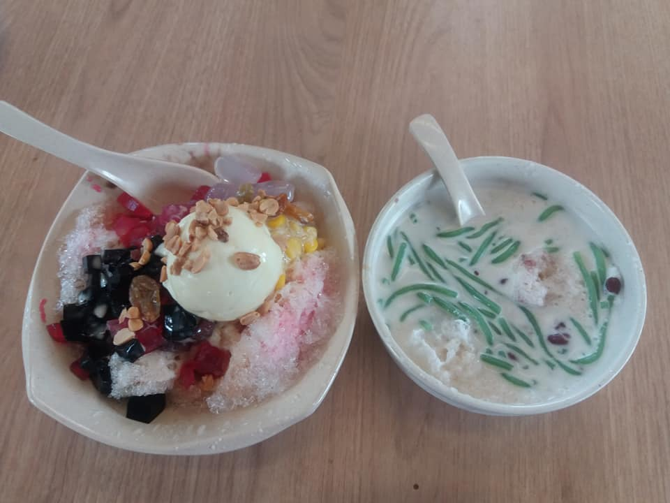 Ice kacang and cendol at New World Park, George Town.